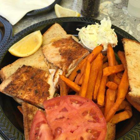 Snappers Oceanfront Restaurant & Bar: photo0.jpg