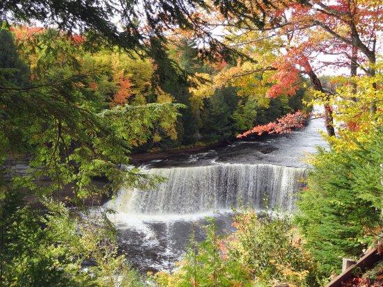 พาราไดซ์, มิชิแกน: Upper Falls