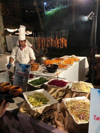 The Leela Raviz Kovalam: Gala Food New Year