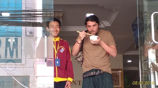 Mandalay Region, Burma: Gentili fino all'ultimo momento al Victory Point