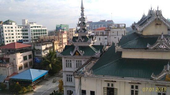 Mandalay Region, Burma: vista dalla finestra del Victory Point