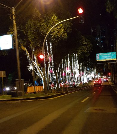 DoubleTree By Hilton Panama City: avenida ao lado