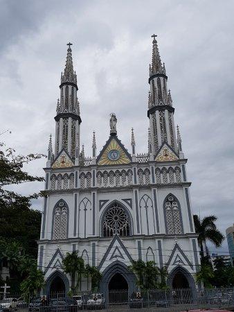 DoubleTree By Hilton Panama City: Igreja bem próxima