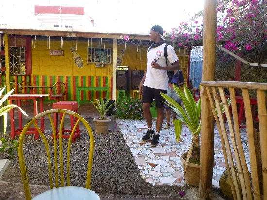 Grenville, Grenada: Seating in Rear Garden