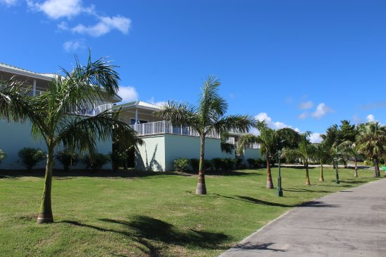 Saint Philips, Antigua: Walk to pool