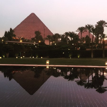 Marriott Mena House, Cairo: this is the view while dining