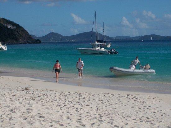 Soggy Dollar Bar: Beautiful beach