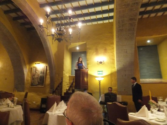 Belmond Hotel Monasterio: Diningroom with live entertainment