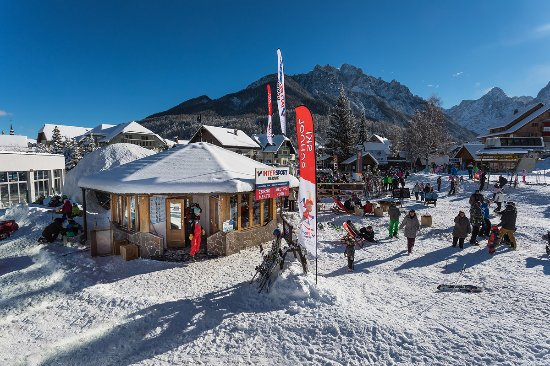 Kranjska Gora, Eslovenia: Ski School Meeting Place in the slopes.