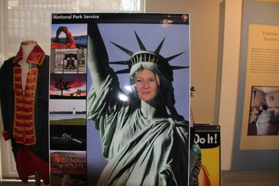 Independence Visitor Center: Cutouts for some fun