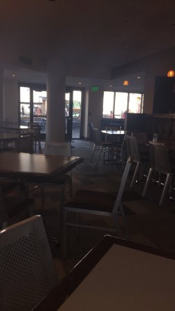 Crested Butte, CO: Empty Restaurant Due to non-existent wait staff.