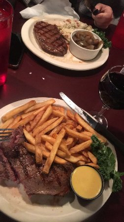 Downtown Grill & Brewery: Sirloin steak with a glass of red