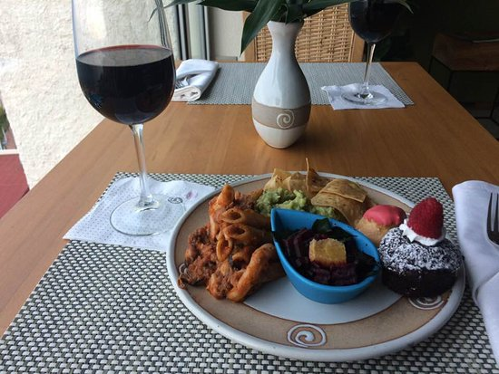 Sheraton Buganvilias Resort & Convention Center : Sheraton Club evening snack