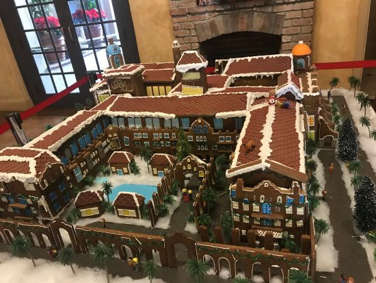 The Mission Inn Hotel and Spa: An amazing gingerbread house of the hotel!!!