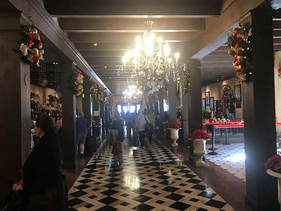 The Mission Inn Hotel and Spa: Walking around the lobby.