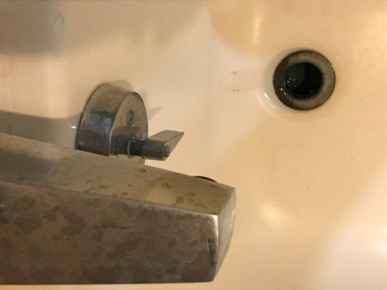 Chac Hal Al Condominiums: more corrosion