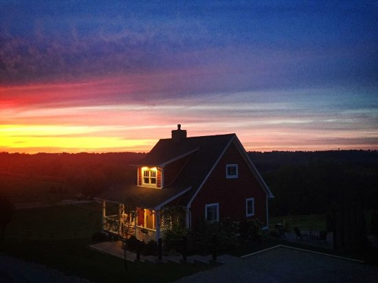 Red Cottage Hideaway: Sunset!