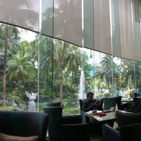 إدسا شانجري - لا مانيلا: Edsa Shangri-La