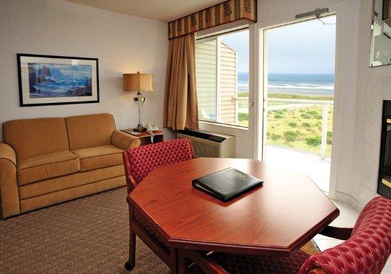 Shilo Inn Suites - Ocean Shores: Guest room