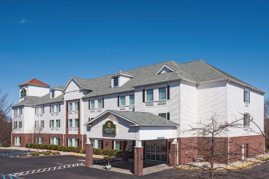 La Quinta Inn & Suites Stonington: Exterior