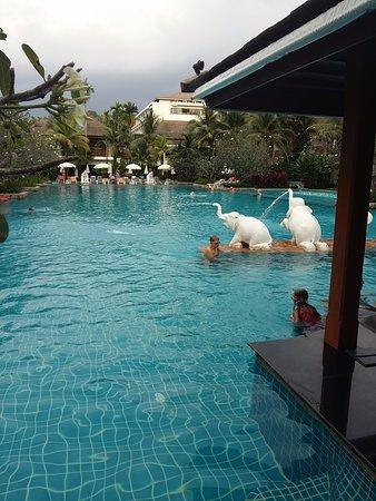 Naithonburi Beach Resort  D B D B D  D  D B D B D Bd  D  D Be  D  D Bb D Be D Bd D B D Bc D B