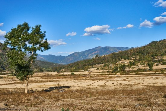Kangpokpi District, Indien: Near Selsi village (view east-oriented from Tamei Road)