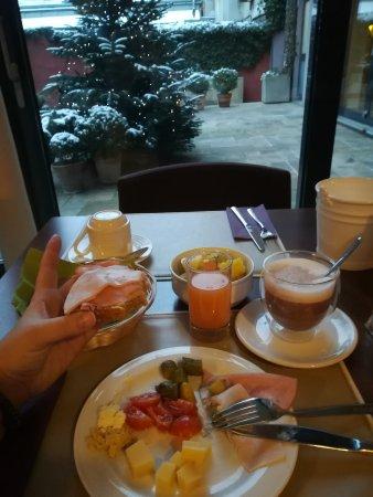 Boutiquehotel Stadthalle: Wonderful organic breakfast
