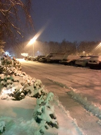 Holiday Inn Wilkes Barre East Mountain: Still Snowing Late at Night