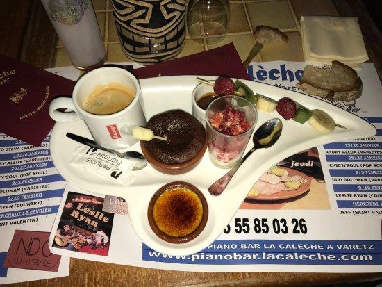 Café gourmand avec crème brûlée, fondant chocolat, panacotta fruit ...