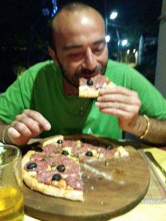 Buona pizza... Bruschetta ottima.