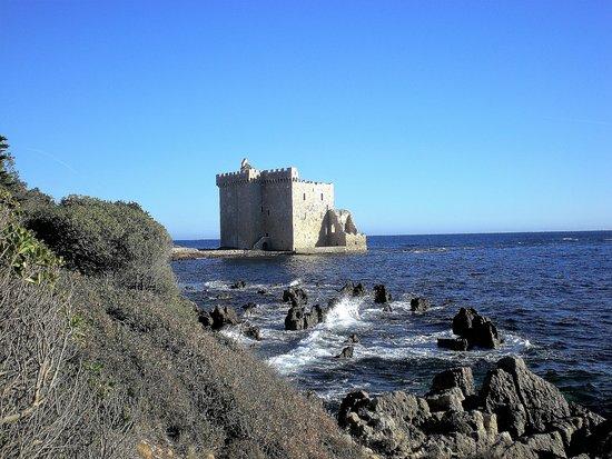 Iles de Lerins: Old watch tower