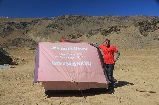 Losar, Indien: Jamaica with his tent