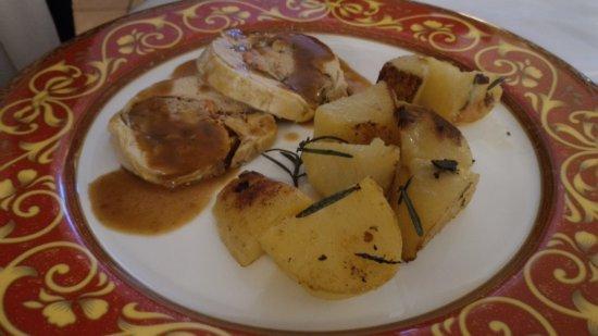 Scandolara Ripa d'Oglio, Itália: cappone ripieno con patate al forno