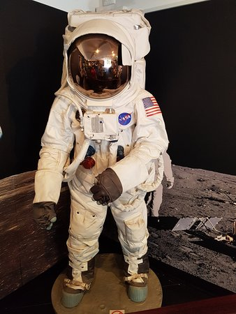 astronaut farting in space suit - photo #8