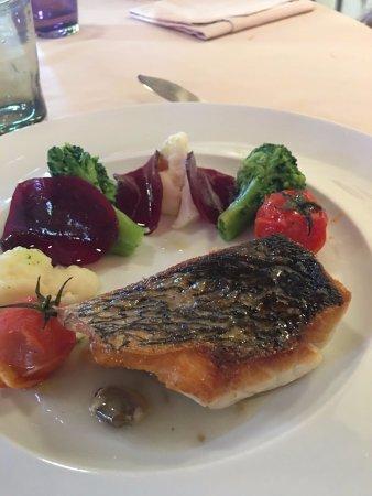 San Martino in Campo, Italy: Ombrina croccante, salsa alle vongole, e verdurine