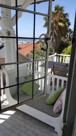 Fresnaye, South Africa: Porte de style qui s'ouvre en 2 fois et vue sur le balcon