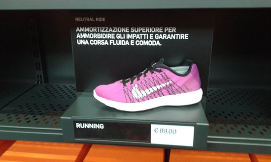 88abb8ddc77301 INTERNO NIKE... - Foto di Scalo Milano Outlet   More