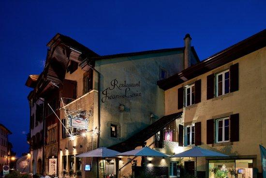 Saint-Blaise, Zwitserland: Vue nocturne du restaurant