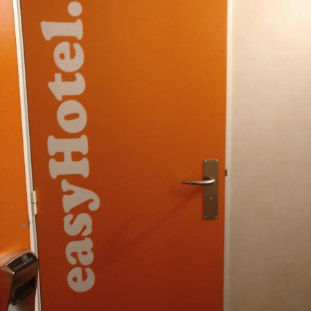 easyHotel London South Kensington: Lo necesario para dormir y ducharte