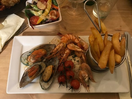 The Crab & Lobster Inn: Mixed shellfish & chips