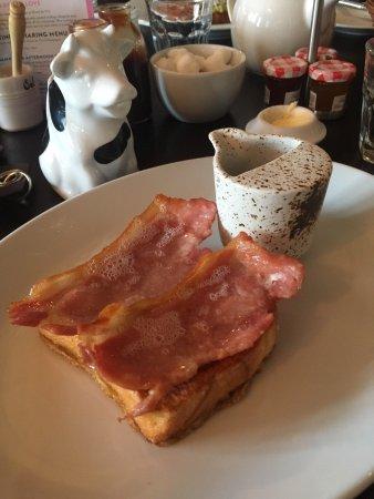 Hotel Du Vin: Brioche, bacon & maple syrup breakfast
