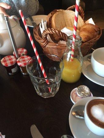 Hotel Du Vin: Funky breakfast bottles