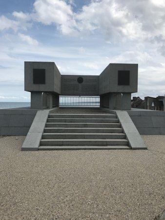 Vierville-sur-Mer, France: National Guard Monument Memorial.