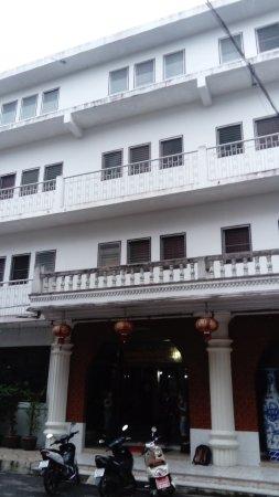 Thairungruang Hotel : Façade d'entrée principale