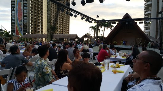 Hilton Hawaiian Village Waikiki Beach Resort: Fantastic luau!