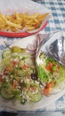 Kernersville, Carolina del Norte: gyro with greek salad