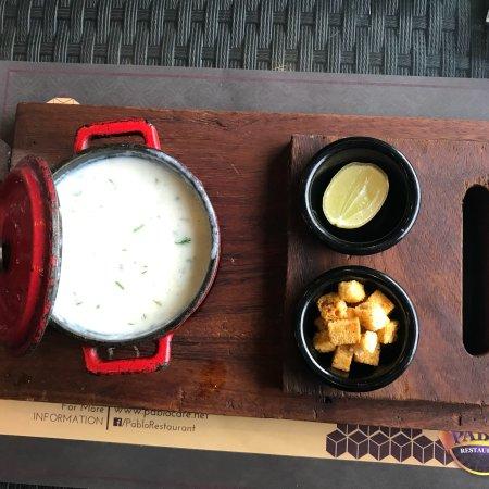 Pablo Cafe & Restaurant: المطعم متواضع و ضعيف في التقديم و في الخدمة.. Sea food wasn't hot so as the shrimp rice but rega