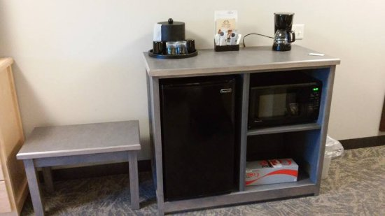 Staples, MN: luggage table, coffee maker microwave, fridge