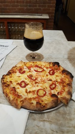 Solid Ground Brewing: Chocolate Stout & Spicy Cheese Pizza!