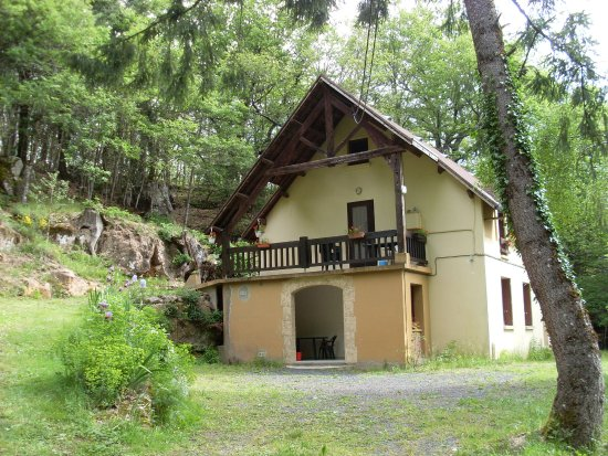 Saint-Beauzely, France: Gîte en forêt Aveyronaise